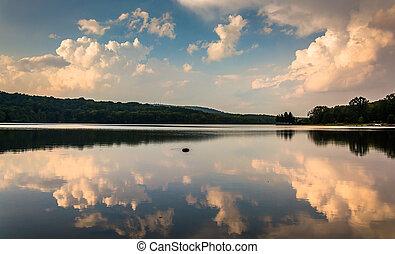 夕方, 雲, 反射, 中に, 湖, pinchot, ∥において∥, gifford, pinchot, 州立 公園,...