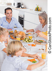 夕食, 感謝祭, 家族の食べること