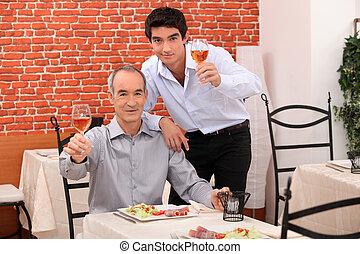 夕食, 父, 持つこと, 一緒に, 息子
