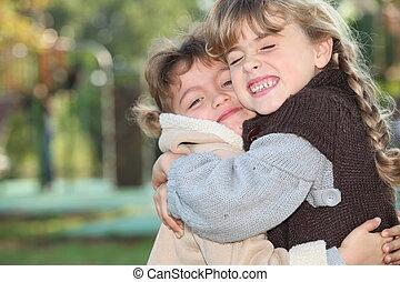 外, 女の子, 若い, 抱き合う