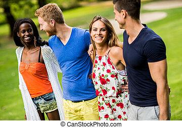 多人種である, 友人, 公園, 若い
