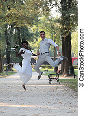 多人種の偶力, 結婚式