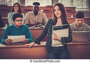 多国籍, hall., グループ, モデル, 生徒, 取得, 朗らかである, 間, 部分, 活動的, 講義, レッスン