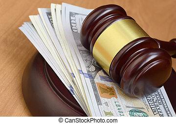 多数, 百, 法廷, 木製である, ブラウン, 下に, ビルズ, desk., 判断, お金, 小槌, 悪意, ドル, 賄賂, 裁判官, テーブル。