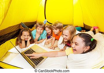 多数, 笑い, ∥で∥, ラップトップ, 子供, 中に, a, テント