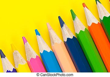 多种顏色, 鉛筆, 關閉, 上, 明亮, 黃色的背景
