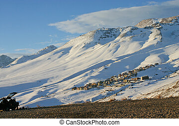 多雪, 山