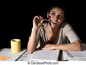 夜, スペイン語, 嫌だと思われた, 女の子, 不在, 見る, 勉強, 遅く, 思いやりがある, 家, 幸せ, ...