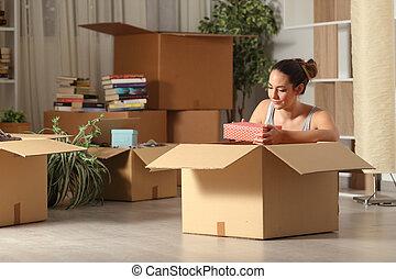 夜, 家, 深刻, unboxing, 所有物, 引っ越し, 女