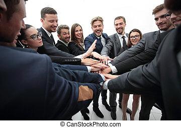 大きいグループ, の, ビジネス 人々, 地位, ∥で∥, 手を折った, 一緒に