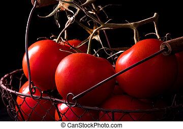 大きい, 赤いトマト, 上に, 黒い背景, 中に, ライト, 暗い, 準備ができた, 料理するために
