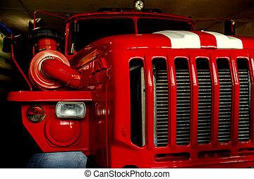 ∥, 大きい, 赤, タクシー, の, ∥, 収容車, 911, ∥で∥, 白, ストライプ, 上に, ∥, フード, なしで, a, 運転手