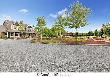 大きい, 農場, 田舎の別荘, ∥で∥, 砂利, 私道, そして, 緑, 景色。