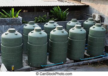大きい, eco-, 味方, 水, 貯蔵タンク, 中に, 郊外, 裏庭