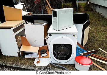大きい, waste., 家具, そして, appliances.