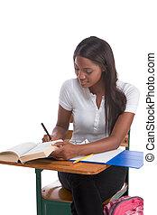 大学生, アフリカ系アメリカ人の女性, によって, 机