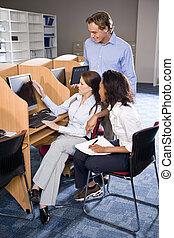 大学, 生徒, ∥において∥, 図書館, コンピュータ, 勉強