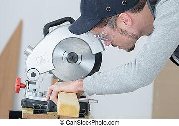 大工, 切断, 板, の, 木, ∥で∥, 円, ディスク, 鋸