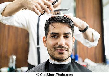 大広間, 美容師, 得ること, 毛, 確信した, スタイルを作られる, 人