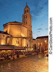 大教堂, 羅馬的廢墟, 分裂