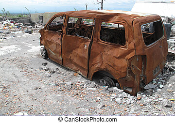 大破, 自動車, 後で, 爆発, 火山, 燃やされる