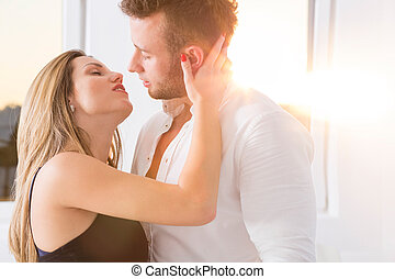 大约, 夫妇, 亲吻, 年轻