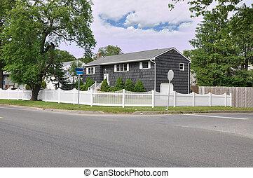 大, 郊區的家, 由于, 懷特放哨柵欄, 角落, 簽