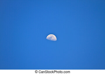 天空, 一半, 藍的月亮