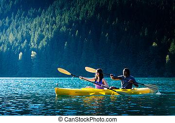 夫妇kayaking, 湖