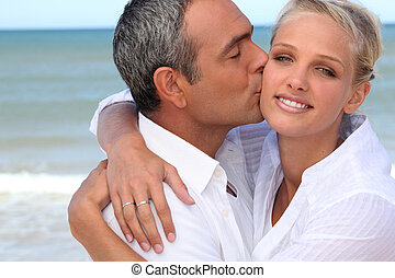 夫婦親吻, 上, a, 海灘
