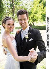 夫婦跳舞, 花園, 結婚, 新近, 一起, 愉快