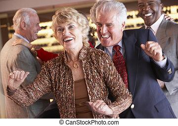 夫婦, 一起跳舞, 在, a, 夜總會