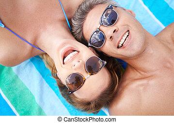 夫婦, 在海灘上