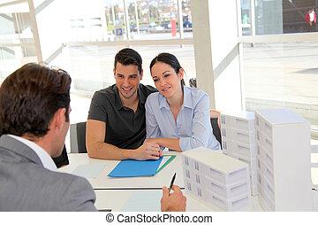 夫婦, 在, 不動產, 代理, 簽署, 財產, 貸款, 合同