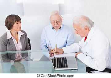 夫婦, 寫, 指示, 年長者, 醫生