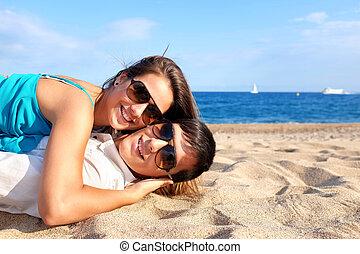 夫婦, 放置, 一起, 上, 海灘。