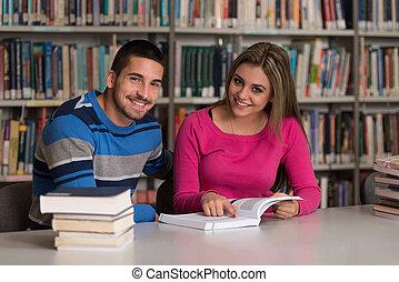 夫婦, ......的, 學生, 在, a, 圖書館