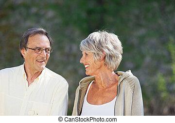 夫婦, 看, 其他, 每一個, 年長者, 愉快