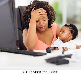 失望させられた, african american, 女性実業家, ∥で∥, 赤ん坊, 中に, オフィス