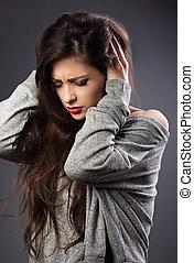头, 妇女握住, 毛线衫, 着重强调, 灰色, 不愉快, 黑的背景, 手, 临时工, 头痛