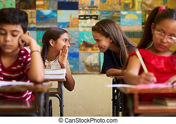 女の子, ごまかすこと, の間, 入(学・会)許可, テスト, クラスで, ∥において∥, 学校
