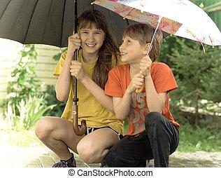 女の子, そして, 男の子, 下に, ∥, 傘, の間, a, 嵐, 公園