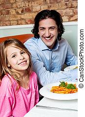 女の子, ∥で∥, 彼女, 父, 中に, レストラン