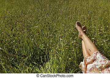 女の子, フィート, 草, 若い, あること, 緑