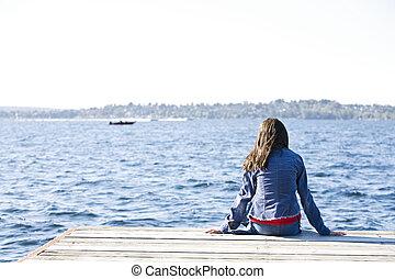 女の子, モデル, 単独で, 上に, ドック, によって, 湖, 用心する, 上に, water.