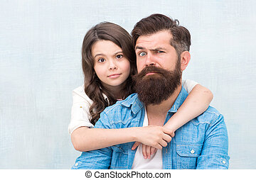 女の子, 一緒に。, friend., わずかしか, 抱き合う, best., バックグラウンド。, 父, 灰色, 娘, 持つこと, 私, 小さい子供, grimacing, あごひげを生やしている, 楽しみ