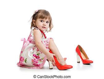 女の子, 上に試みる, ミイラ, 靴