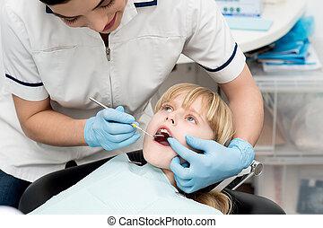 女の子, 上に, 歯医者の, 点検, 。