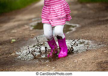女の子, 中に, a, 水たまり