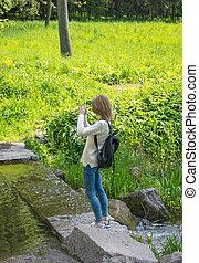 女の子, 取得, 映像, 風景, そして, すること, selfie, 上に, 細胞, 電話。
